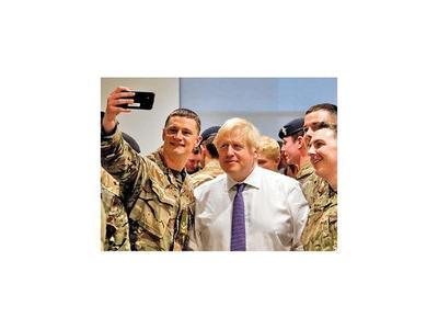 """Boris Johnson llama a  británicos a """"no pelearse"""" en fiestas"""