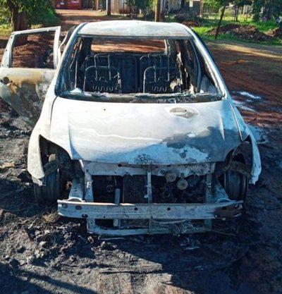 Vehículo se incendia en Franco