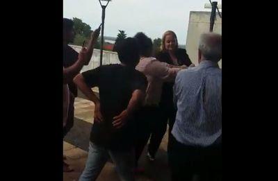 Hurreros de Quintana atacaron a activista social en el Palacio de Justicia