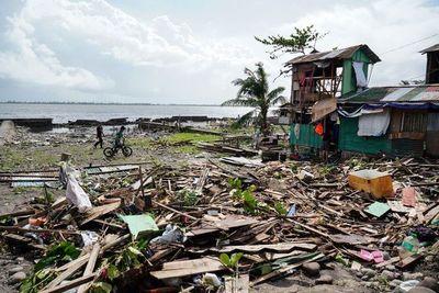 Tifón Phanfone dejó al menos 16 muertos y cientos de turistas atrapados en Filipinas