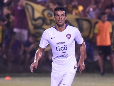 Candia deja Cerro Porteño por el equipo de Jacquet