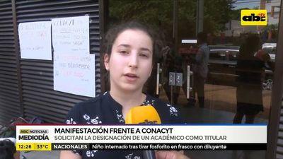 Temimbo'ekuéra oñemanifesta Conacyt rovái ndoguerohorýigui Eduardo Felippo myakãhára pyahu