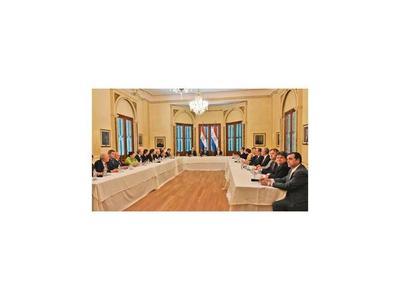 Presidente pide a jefes de misiones desarrollar la diplomacia económica