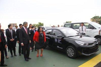 Niñez y Adolescencia recibió modernos vehículos para centros de atención integral