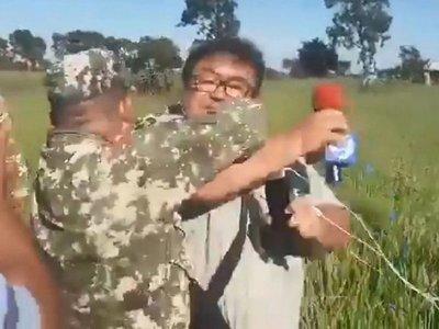 Militares agreden brutalmente  a periodistas durante cobertura