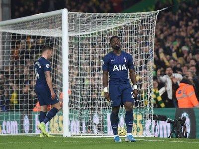 Mourinho naufraga ante el colista y el Leicester se agarra al segundo puesto