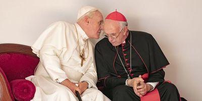 """""""Los dos papas"""", un debate bien actuado pero incompleto"""