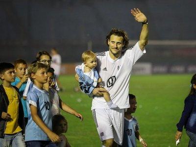 Diego Forlán tuvo su partido despedida