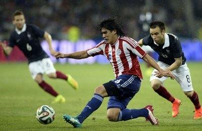 Fidencio Oviedo fue presentado en su nuevo club