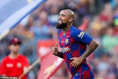 HOY / Vidal reclama al Barça 2,4 millones y el club niega que le deba tal cantidad