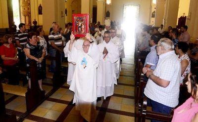 Arzobispo llama a apoyar las familias y también a parejas gay