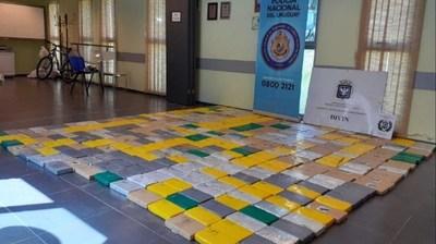 La policía uruguaya descubrió otro cargamento de 400 kilos de cocaína