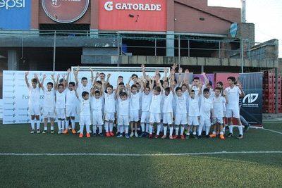 Niños y niñas disfrutaron de clínica deportiva de Real Madrid