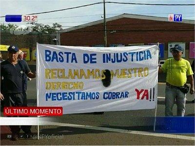 Guardiacárceles exigen pagos de beneficios y aguinaldo en Itauguá