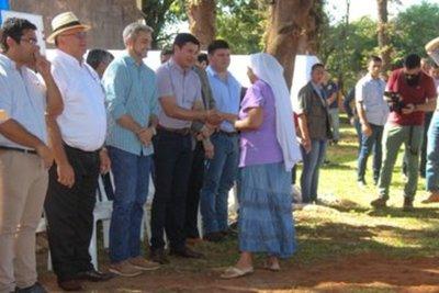 Gobierno entregó títulos de propiedad a trescientos ochenta beneficiarios de la Reforma Agraria