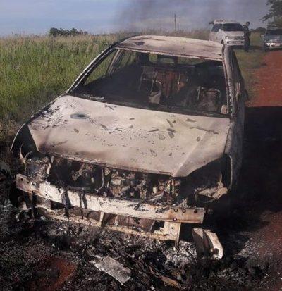 Incendian automóvil
