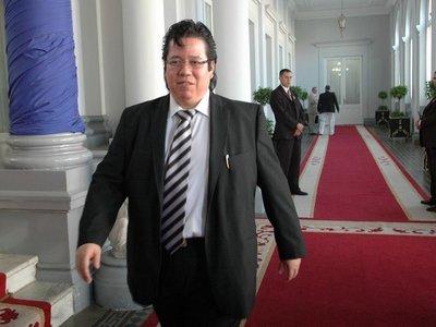 García tuvo que renunciar este año y hubo tres senadores expulsados