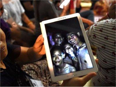 Muere uno de los rescatistas de los niños atrapados en cueva de Tailandia