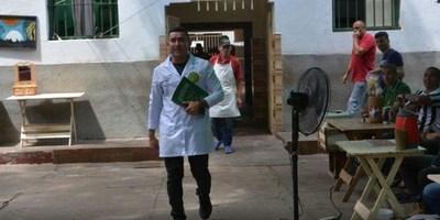 EX ADICTO AYUDA A OTROS PRESOS EN LA PENITENCIARÍA DE TACUMBÚ