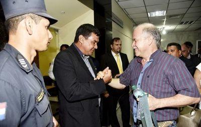 Tribunal absuelve a Bower y dos policías acusados por torturas