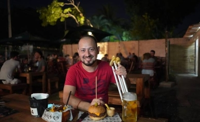 HOY / Noche de chopp y hamburguesas por una operación