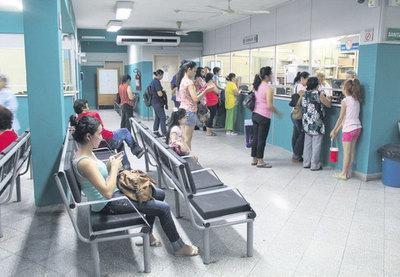 Asegurados no consiguen medicamentos, pero IPS derrocha dinero en licitaciones