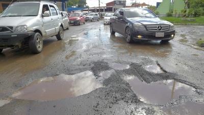 Calles que se usaron como desvío por obras viales están completamente destruidas