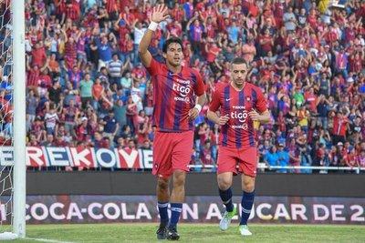 Cerro Porteño golea y mete presión en la pelea por el título