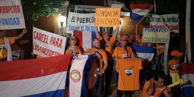 Según encuesta, ciudadanos desean la renuncia de Bacchetta