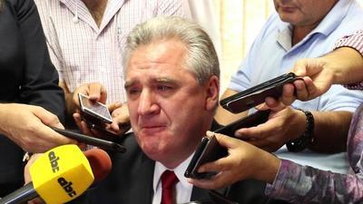 Bacchetta rompe en llanto ante escraches y pedidos de renuncia