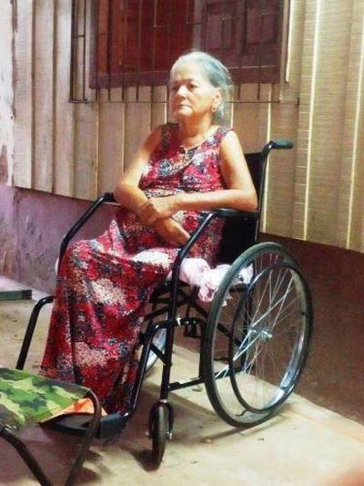 Rotary Ponta Porã-Fronteira entregó silla de ruedas en