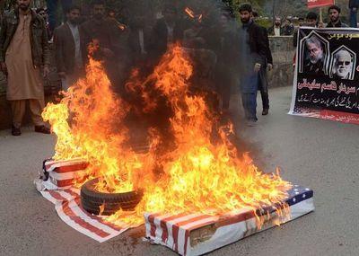 Irán clama venganza tras muerte de poderoso general en bombardeo de EE.UU.