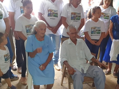 Abuelos celebran 60 años de bodas