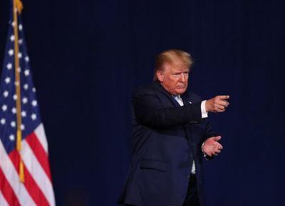 Donald Trump amenaza con atacar 52 sitios en Irán