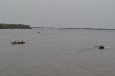 Dos personas están desaparecidas en el río Paraguay tras vuelco de embarcación