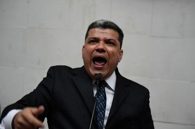 """Presidente de Parlamento venezolano elegido por chavistas dice que Guaidó """"es el pasado"""""""