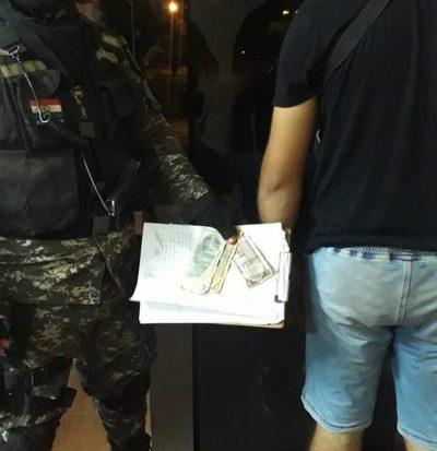 Detienen a hombre que intentó sobornar a Policías