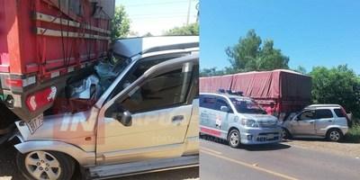AUTOMÓVIL IMPACTÓ CONTRA CAMIÓN ESTACIONADO EN CORONEL BOGADO