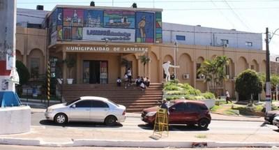 Revisarán contratos plurianuales en comuna de Lambaré. Comprometen fondos inexistentes, afirman
