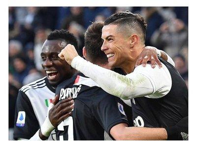 Cristiano firma triplete para Juventus