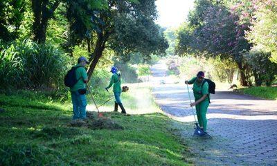 Municipalidad de CDE limpia áreas habitacionales