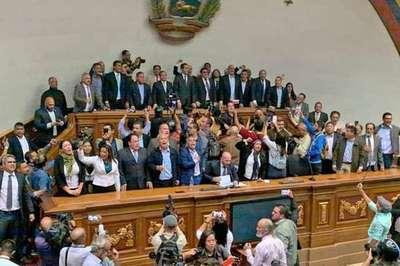 Máxima tensión en Venezuela: Guaidó logró retomar el control del Parlamento
