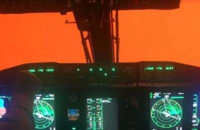 Video desde un avión militar muestra el 'cielo marciano' de Australia productode los incendios