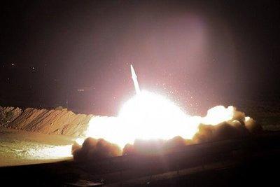 Irán lanzó misiles contra una base de EEUU en Irak y advirtió el comienzo de su venganza