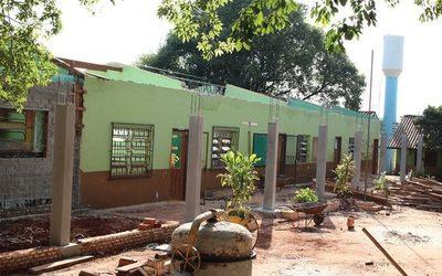 Aprovechan vacaciones para reparar aulas en escuelas de Presidente Franco
