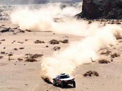 Peterhansel se impone en la cuarta etapa del Dakar y Sainz se mantiene líder