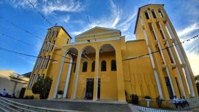 Restos del Monseñor Zacarías Ortíz son velados en la catedral de Concepción