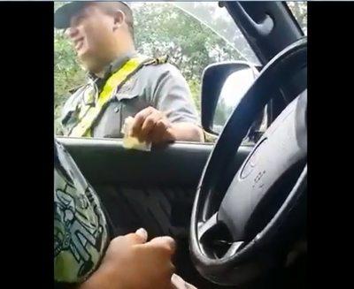 """Caminera abre sumario contra inspector que recibió """"coima"""""""