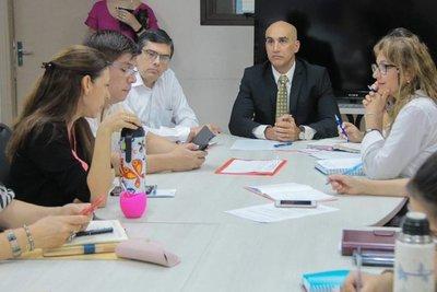 Capacitación a funcionarios de Salud Pública para atención a pacientes con dengue
