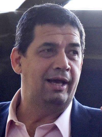 Velázquez irá a acto de posesión en Guatemala